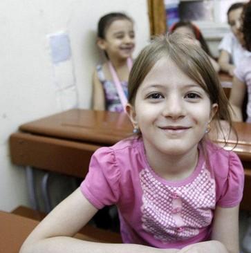 战火下的珍贵笑颜:叙利亚学期伊始儿童开心返校