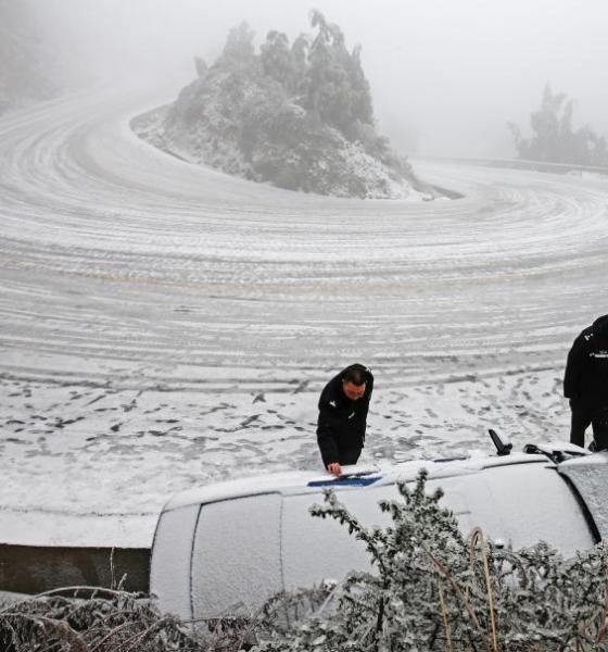 12月29日贵州省六盘水市102省道梅花山路段温度降至零下6.2度